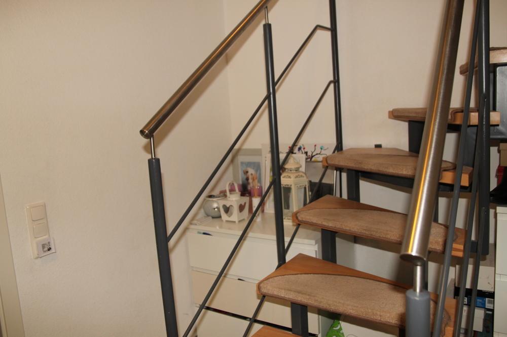 offene Buchenholz-Treppe ins UG