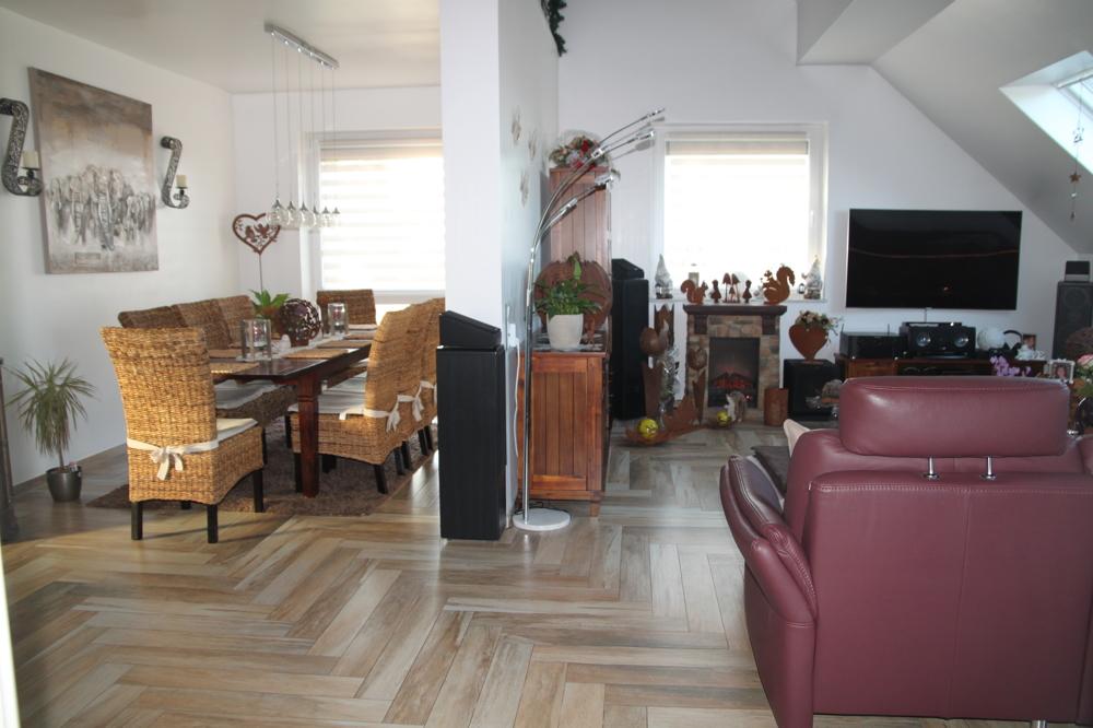 Blick in den Wohn-/Essbereich DG