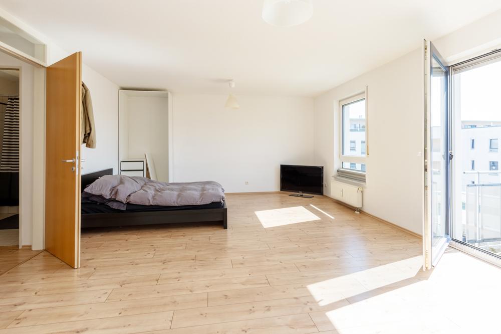 Teilansicht Wohn-/Ess-/Schlafzimmer