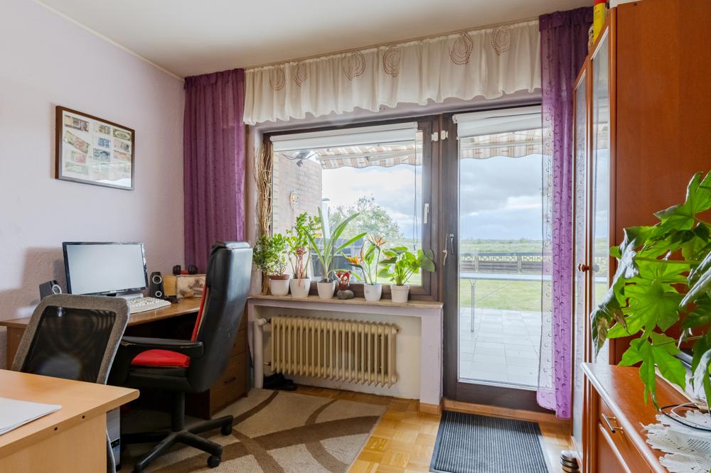 Wohn-/Ess-/Bürobereich EG